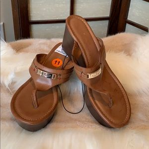 NWT Tommy Hilfiger caramel with Gold label sandals